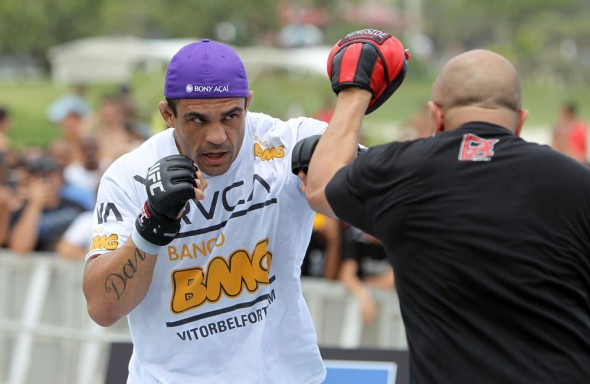 vitor-belfort-anthony-johnson-open-workout-02